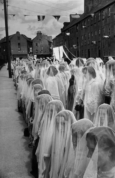 Henri Cartier-Bresson, Ireland 1952.jpg