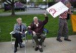 Активисты движения Чаепития, 15 Апреля, New City, Нью-Йорк, США. Фото Mike Segar  Tea Party activists attend a tax day rally in the New York City suburb of New City