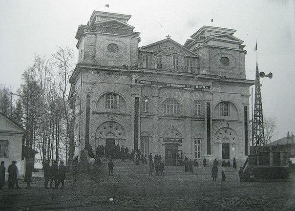 Перестроенное здание Катав-Ивановской церкви. Фото непозднее 1952года (19.11.2014)