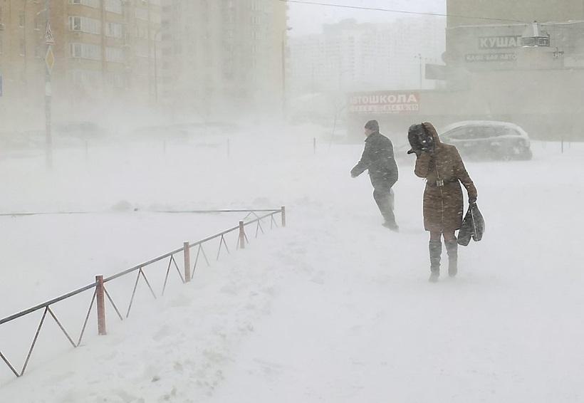 Сильный снегопад парализовал дорожное движение Украины 0 13d2ce 583fc544 orig