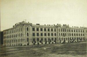 Общий вид здания госпиталя имени императрицы Марии Федоровны (бывшее здание института).