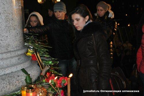 кузьма скрябин погиб его почтили на майдане в киеве