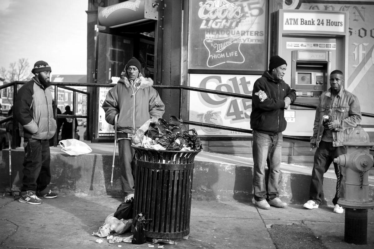 Неулыбчивая Америка: Черно-белая жизнь в бедных кварталах современного Балтимора (26)