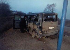 В Приморье перевернулся микроавтобус: 7 пострадавших
