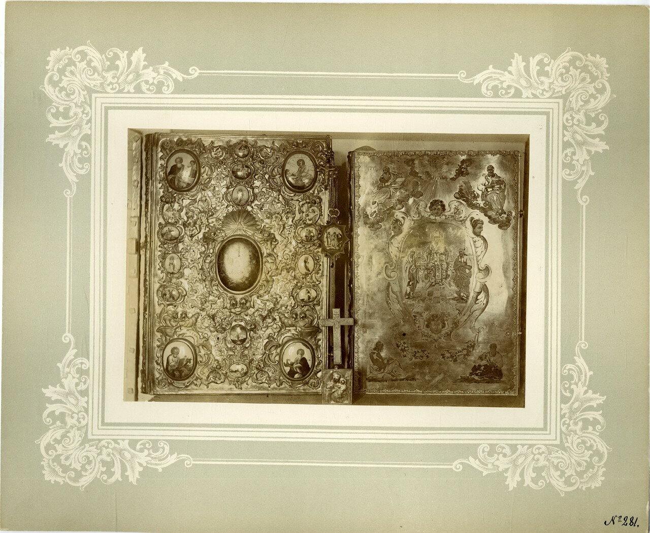 36. Лицевая сторона Евангелий, левое - 1759, правое - 1689 года