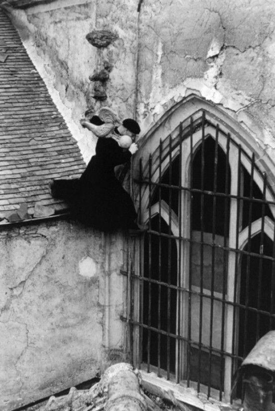 1957.  Приходской священник