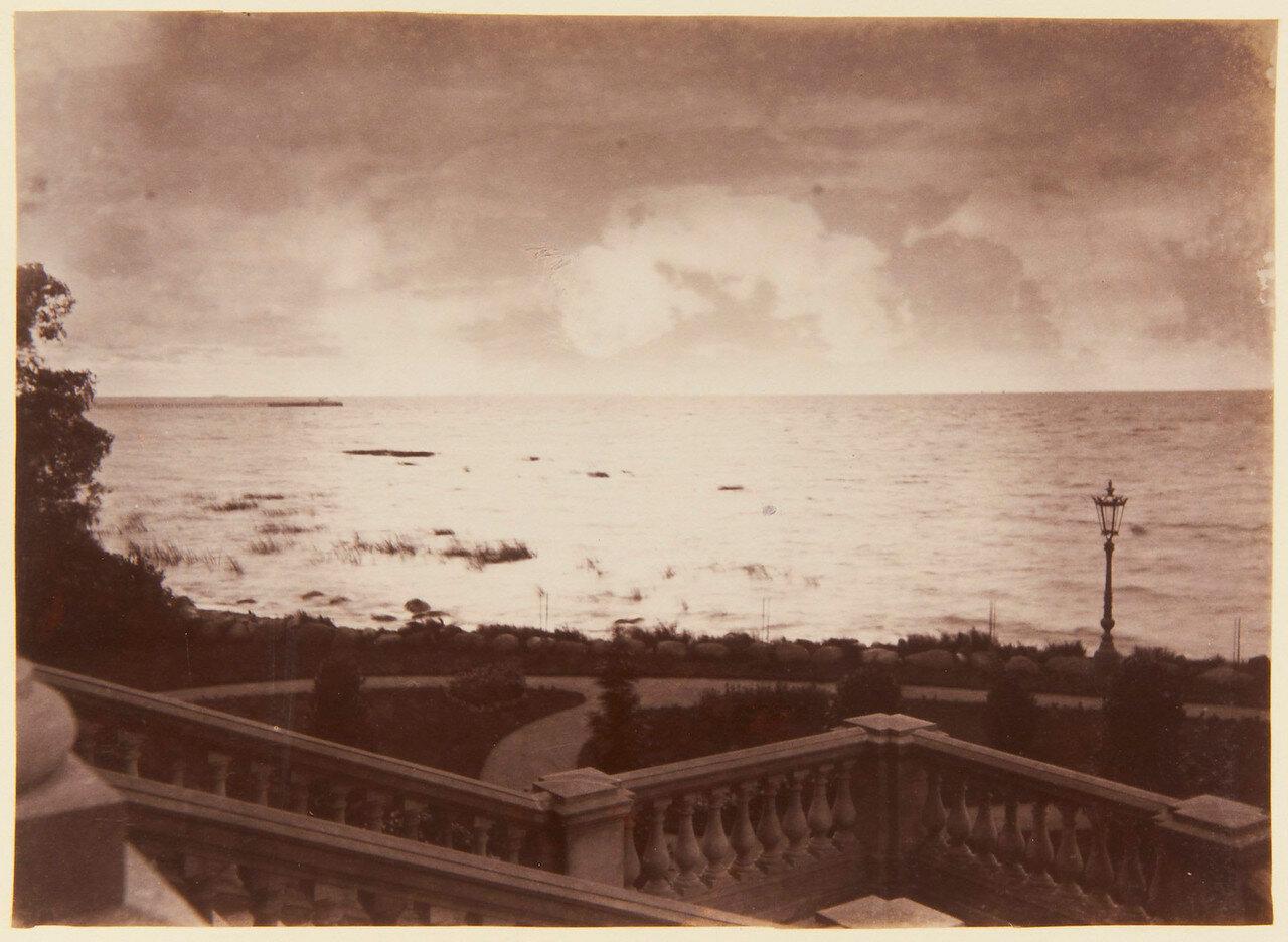 54. Финский залив со ступеней Нижней дачи