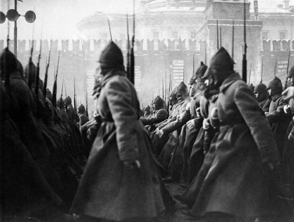 Parade on Red Square, 1927.jpg