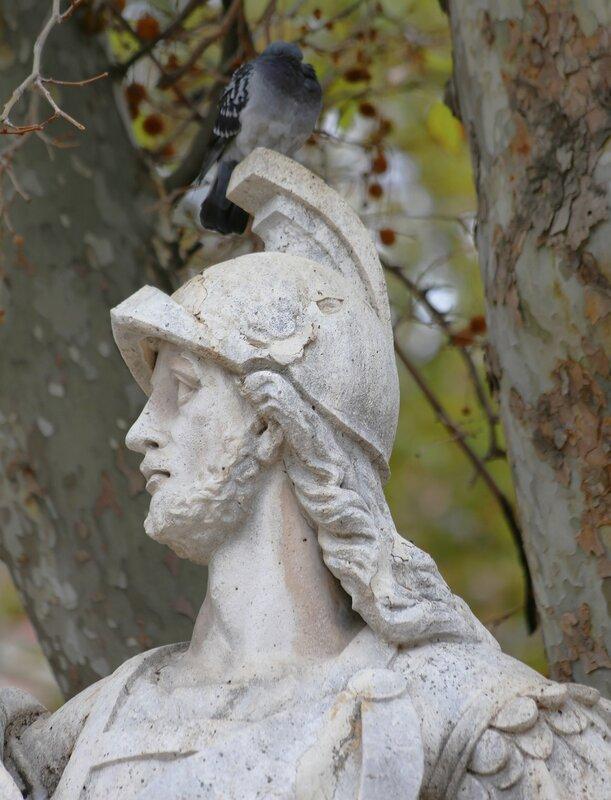 Осенний Мадрид. Скульптуры площади Ориенте
