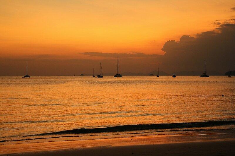 Закат на пляже Ао Нанг