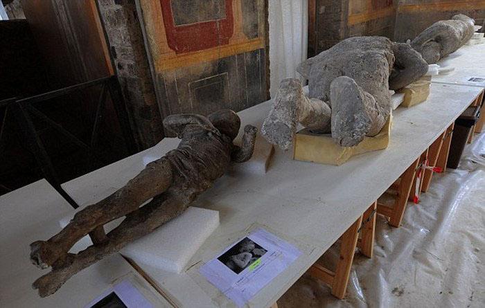 Что находят под застывшей лавой Везувия