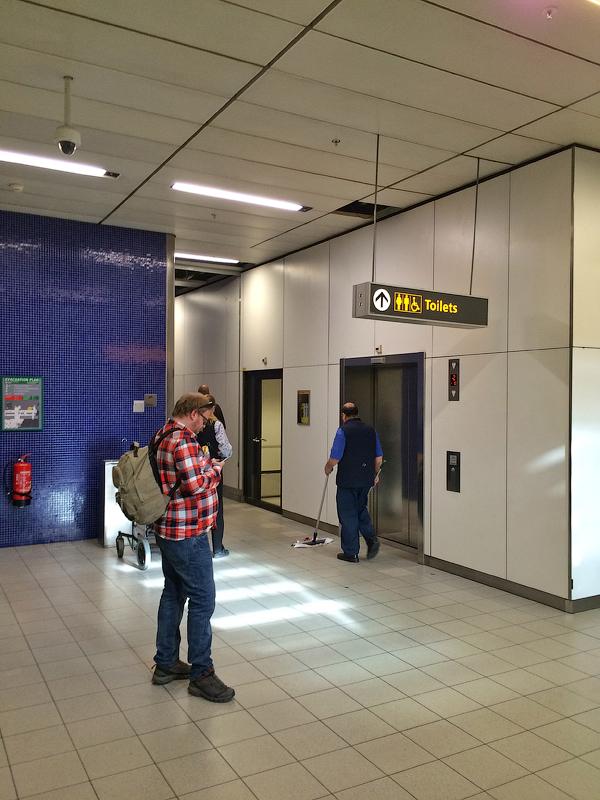 Секс в аэропорту смотреть онлайн 19 фотография