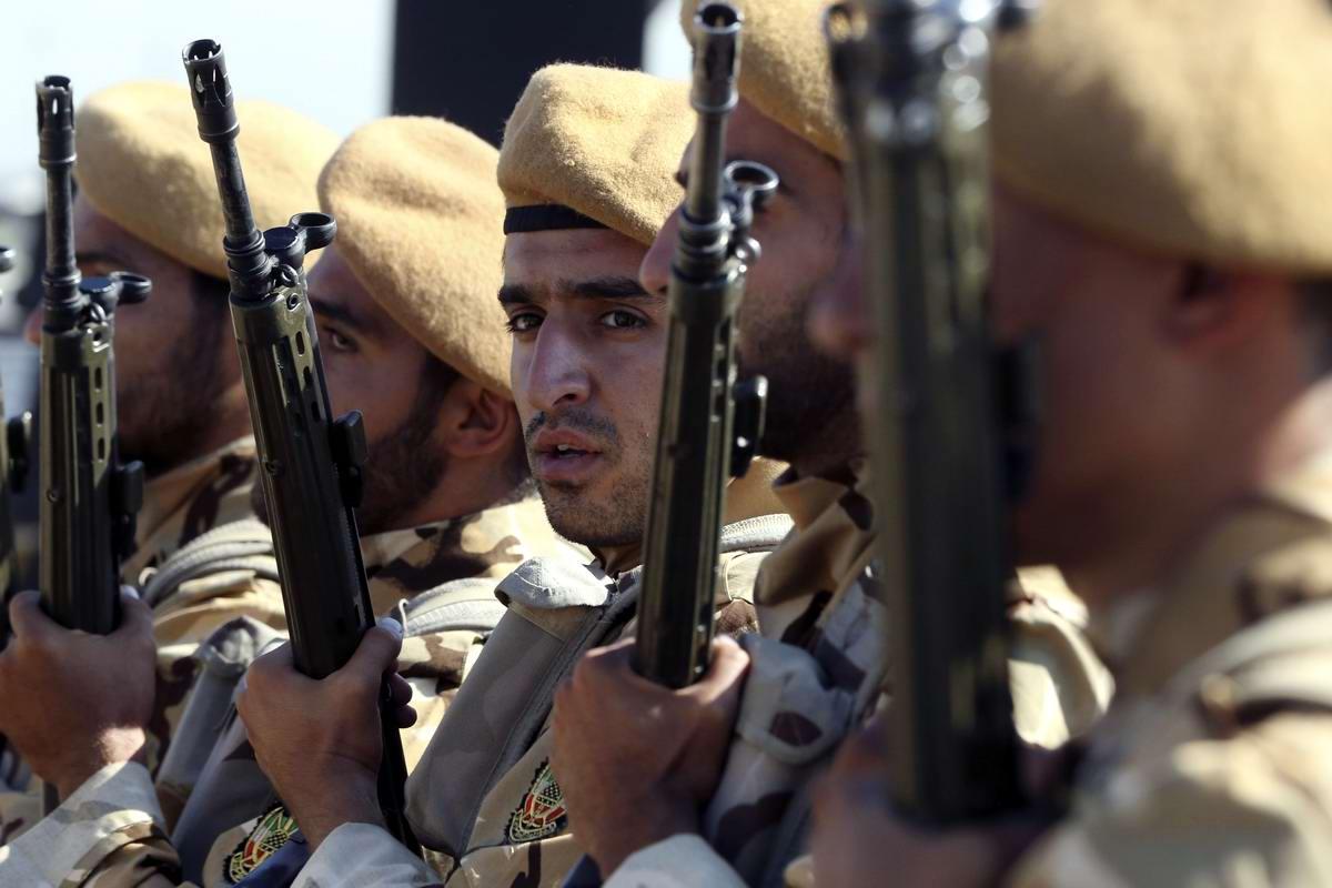 К 35-летию с момента начала ирано-иракской войны: Военный парад в Тегеране (5)
