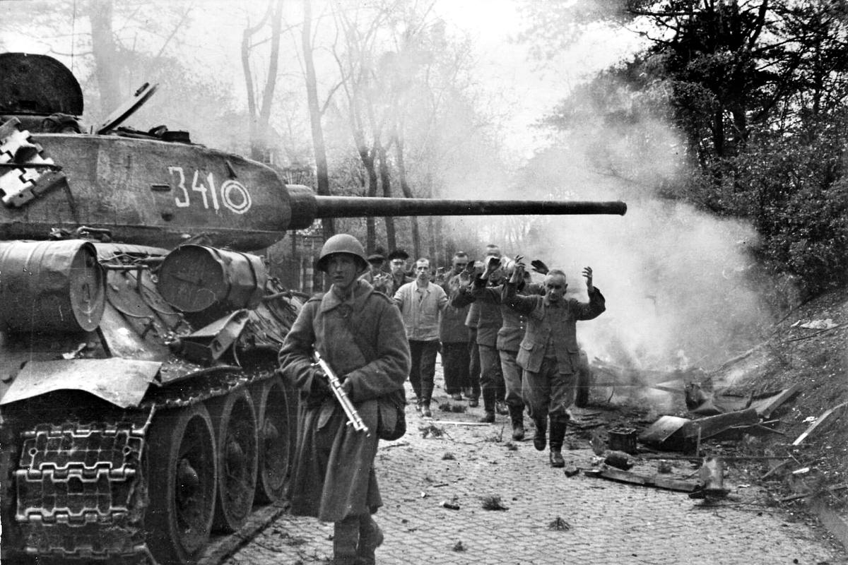 Падение Берлина на фотографиях весны 1945 года (14)