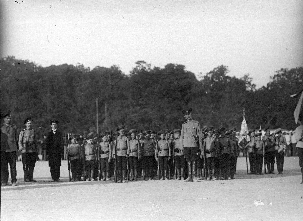 10. Отряд потешных в строю во время смотра.1 августа 1912