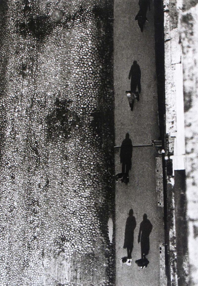 1930. На тротуаре