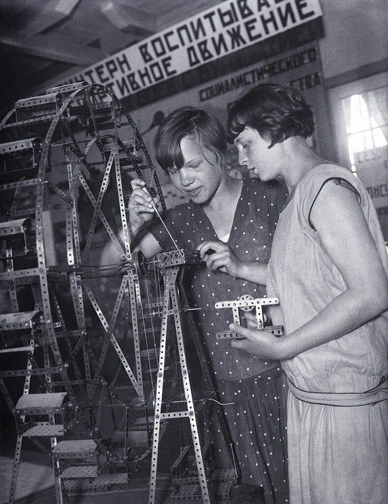 Young Mechanics, photo by Arkady Shaikhet, 1930.jpg