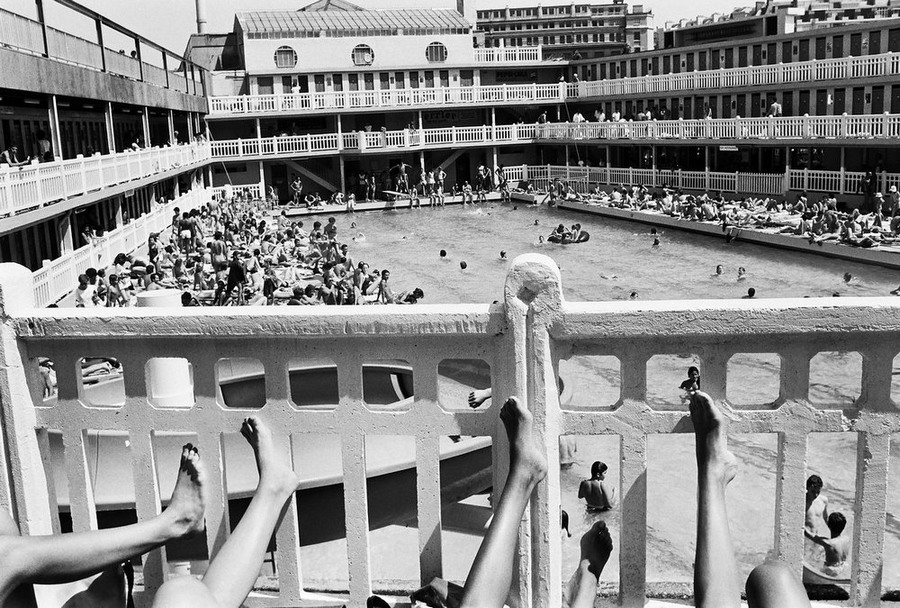 Парижское лето 1985 года у бассейна