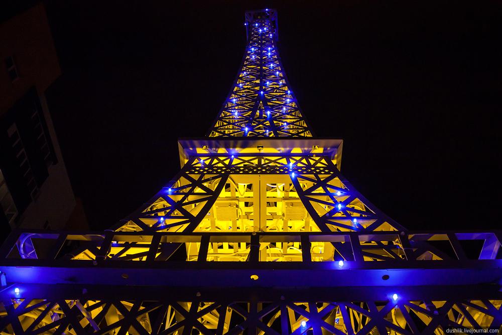 Стакого ракурса Эйфелева башня наТополиной аллее выглядит еще эффектнее! (26.11.2014)