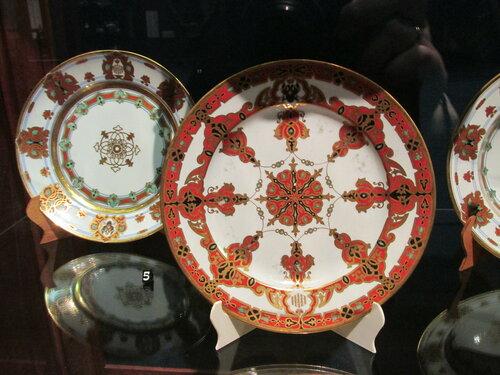 Тарелки из сервиза великого князя Константина Николаевича