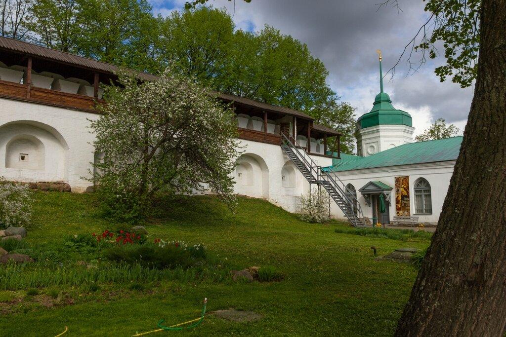 Северная стена и Михайловская башня Спасо-Преображенского монастыря