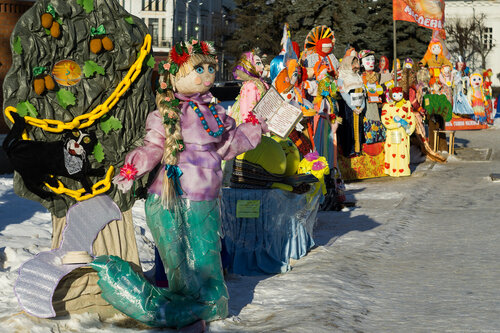 Выставка масленичных кукол на Андропова