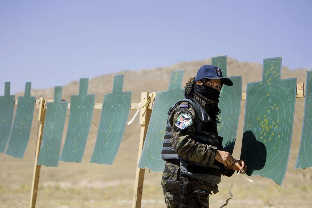 Афганские женщины из спецподразделений МВД Афганистана: картинки из жизни (24)