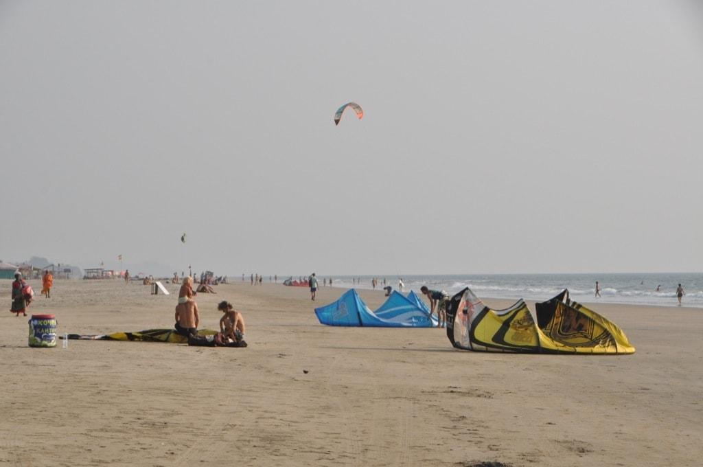На пляже Арамболь всем найдется место под солнцем