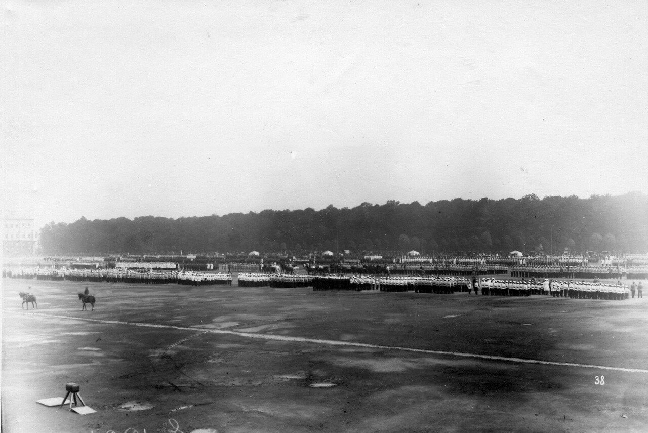 04. Парад потешных на Марсовом поле. 1 августа 1912