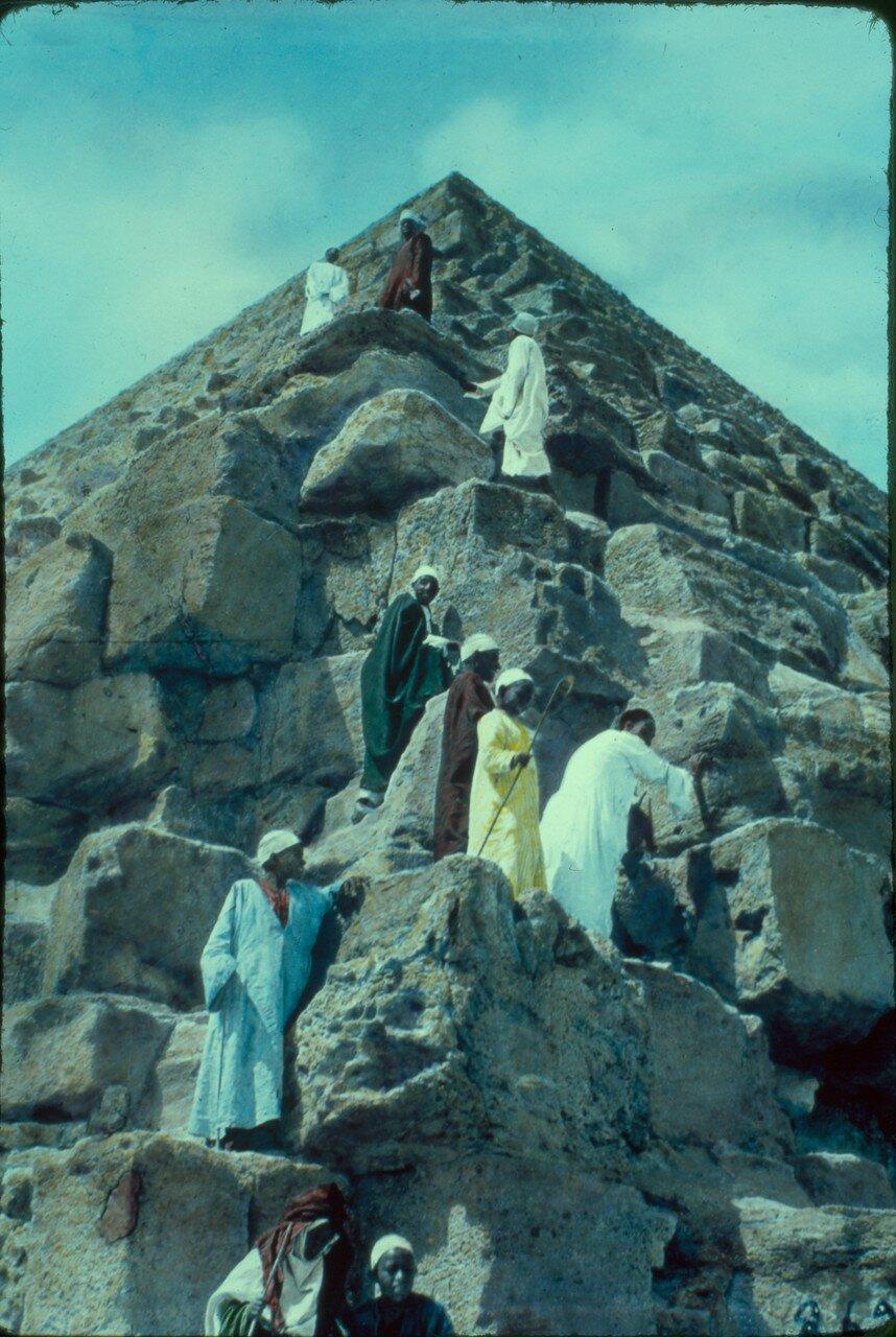 Гиза. Восхождение на Великую пирамиду. 1950