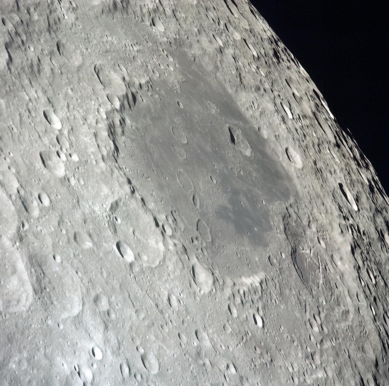 На снимке: Обратная сторона Луны. Море Москвы