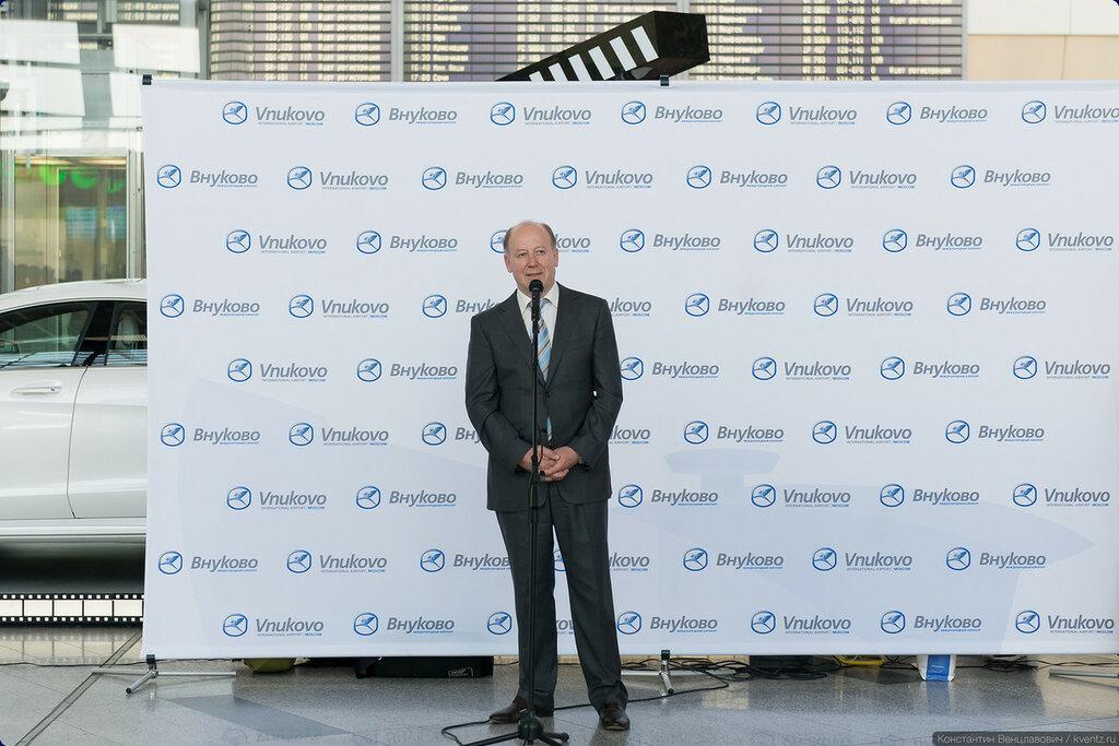 Генеральный директор ОАО «Аэропорт Внуково» Василий Егорович Александров поприветствовал участников