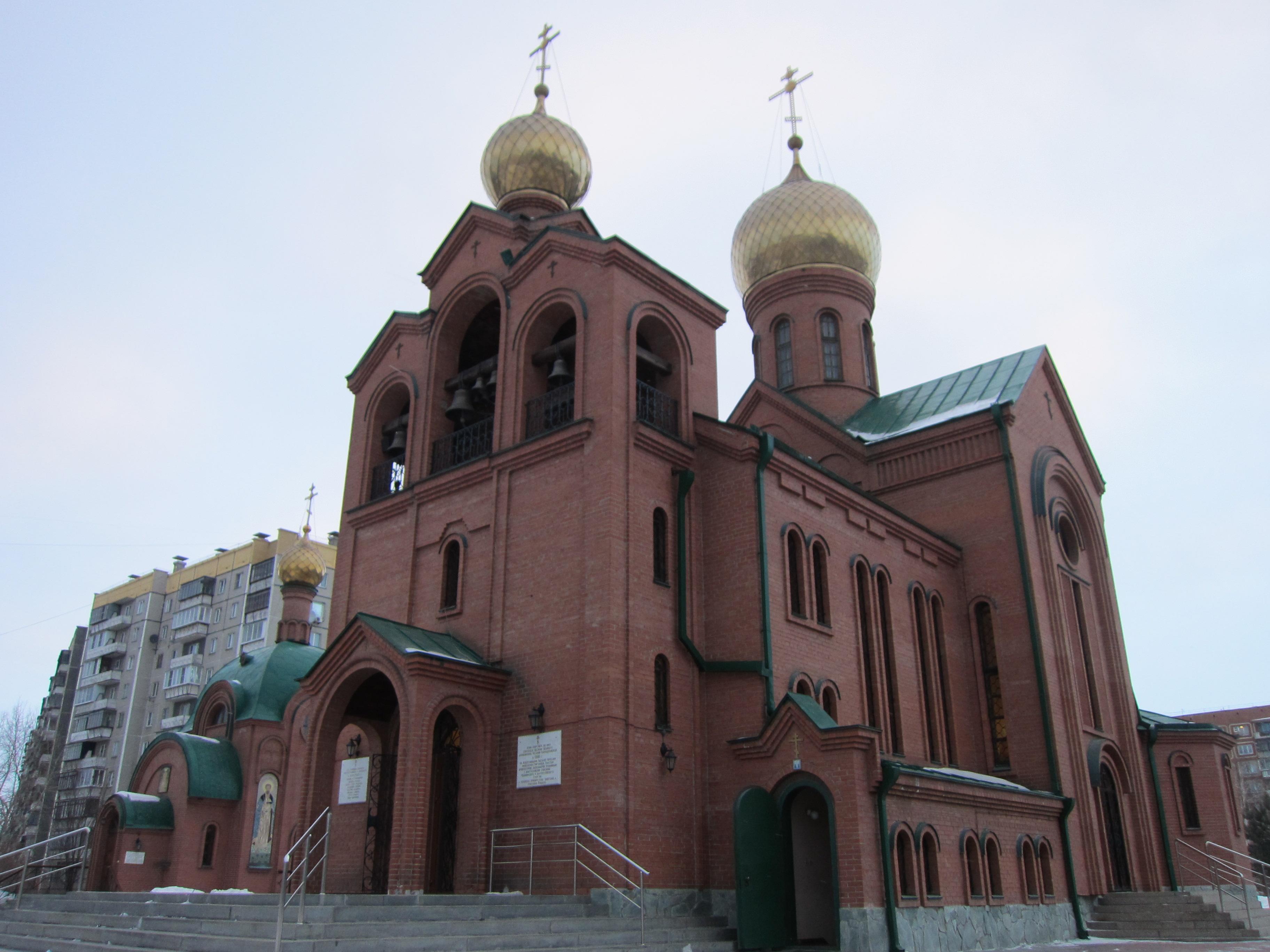 Храм Св. Василия крупным планом (26.05.2015)