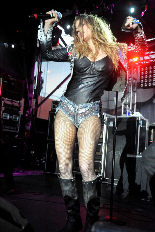 jai-white-fergie-shaking-her-ass-perry