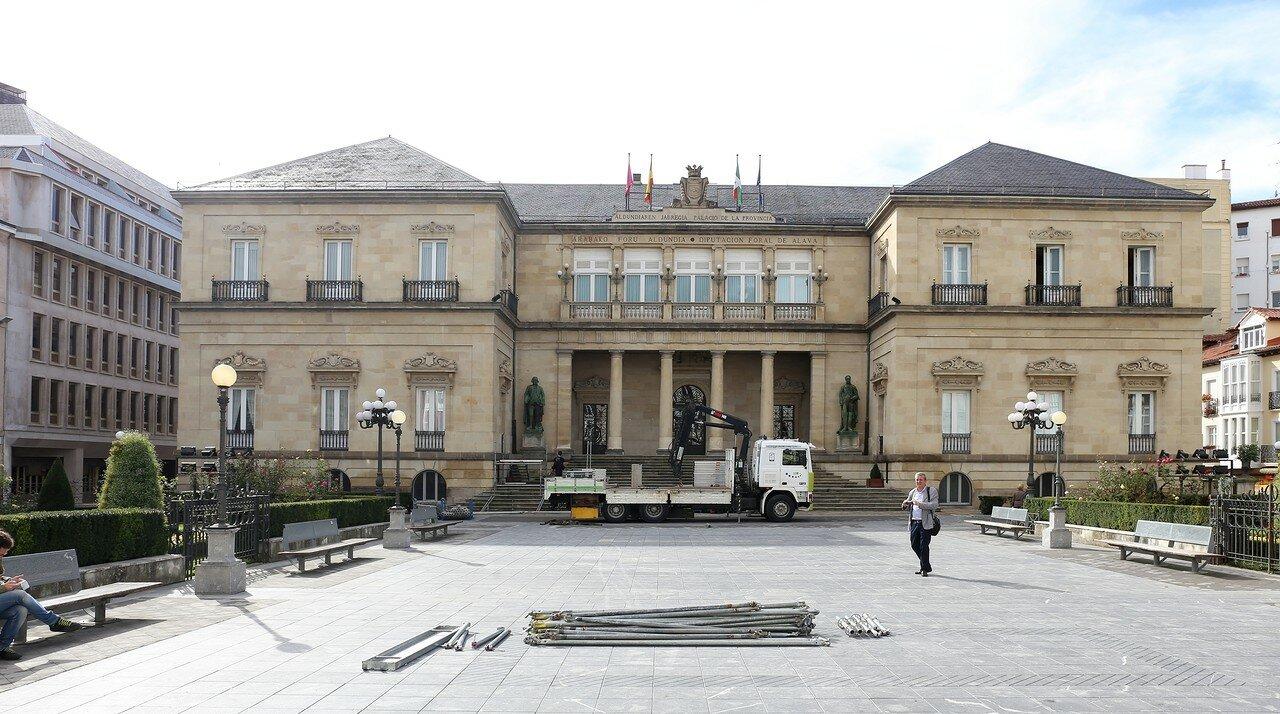 Виториа-Гастейс. Провинциальная площадь (Plaza de la Provincia). Дворец депутатов провинции Алава (Palacio de la Diputación Foral de Álava)