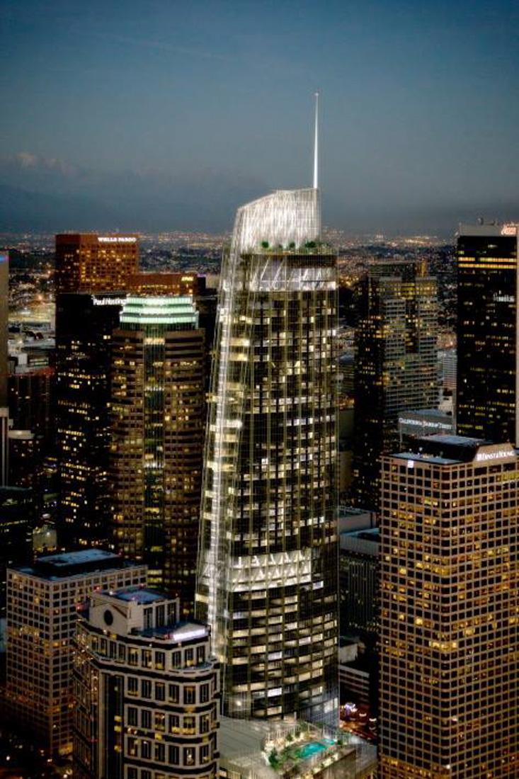 16 208,6 м? — Wilshire Grand Center (США) в Лос-Анджелесе, 15-16 февраля 2014 года. Окончание строит