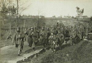 Русские солдаты одной из армейских частей на марше.