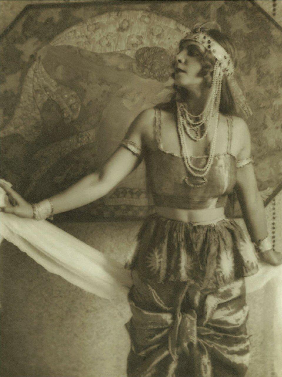 1920. Портрет актрисы