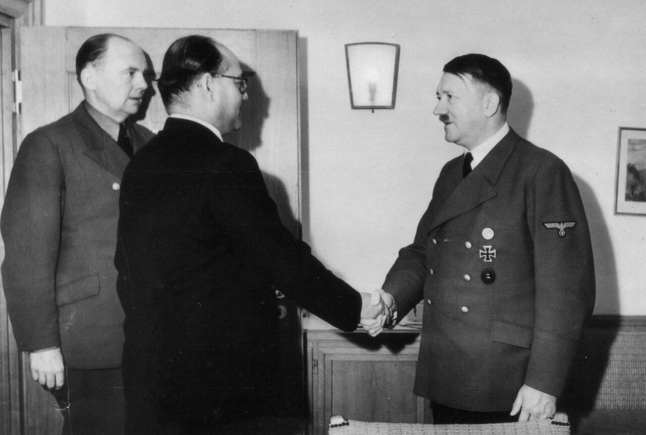 1942.  Адольф Гитлер принял главу национально-освободительного движения Индии Субхас Чандра Боса