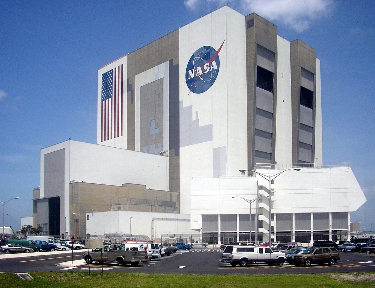 Самое крупное одноэтажное сооружение в мире здания, высокий, внутри, вертикальной, которых, горизонтальном, положении, огромные, американских, полезного, высокая, сооружения, ракеты, собранной, самые, смонтированы, сборки, Самая, этого, ступеней