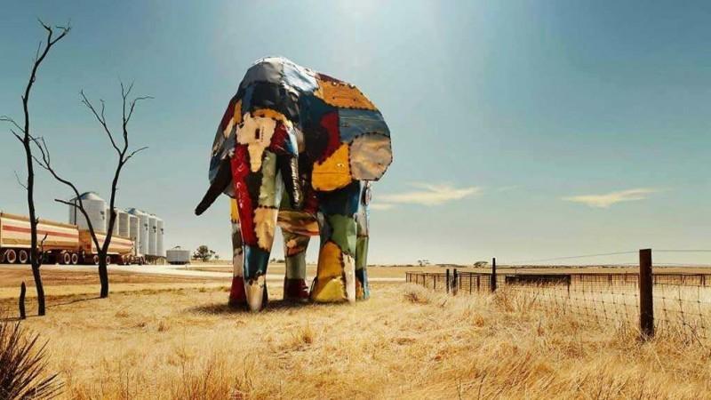 скульптура слона из частей автомобилей 2