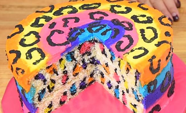 Этот веселый ияркий торт точно станет гвоздем программы налюбом детском празднике! Источник: Cooki