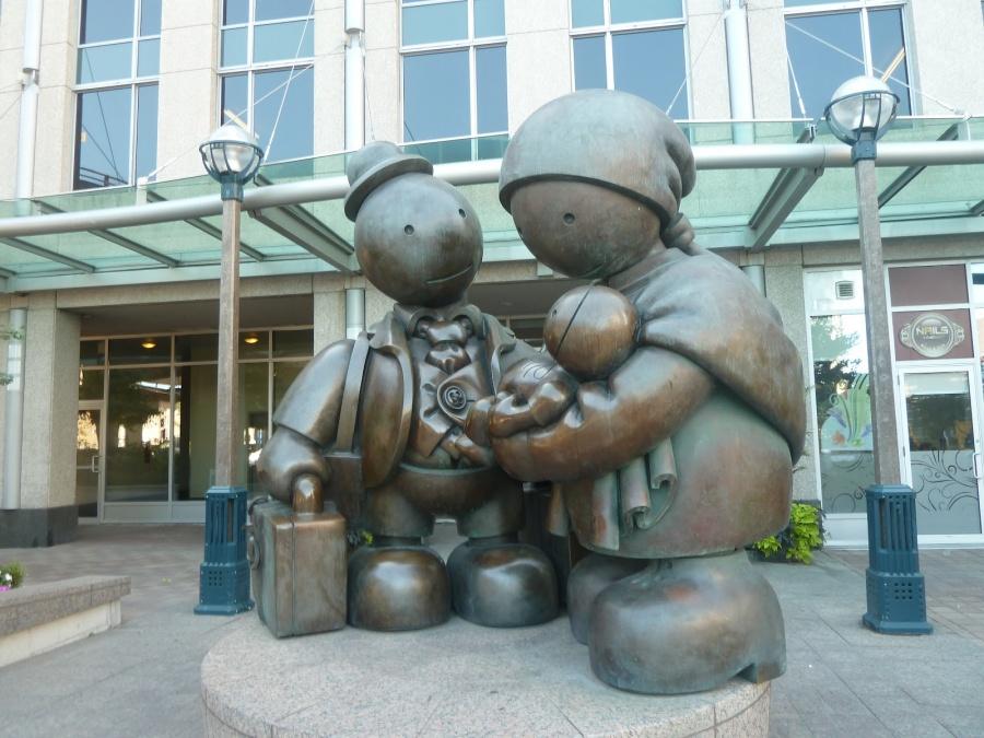 blogspot Торонто, Канада. Памятник «Семья» встиле дымковской игрушки