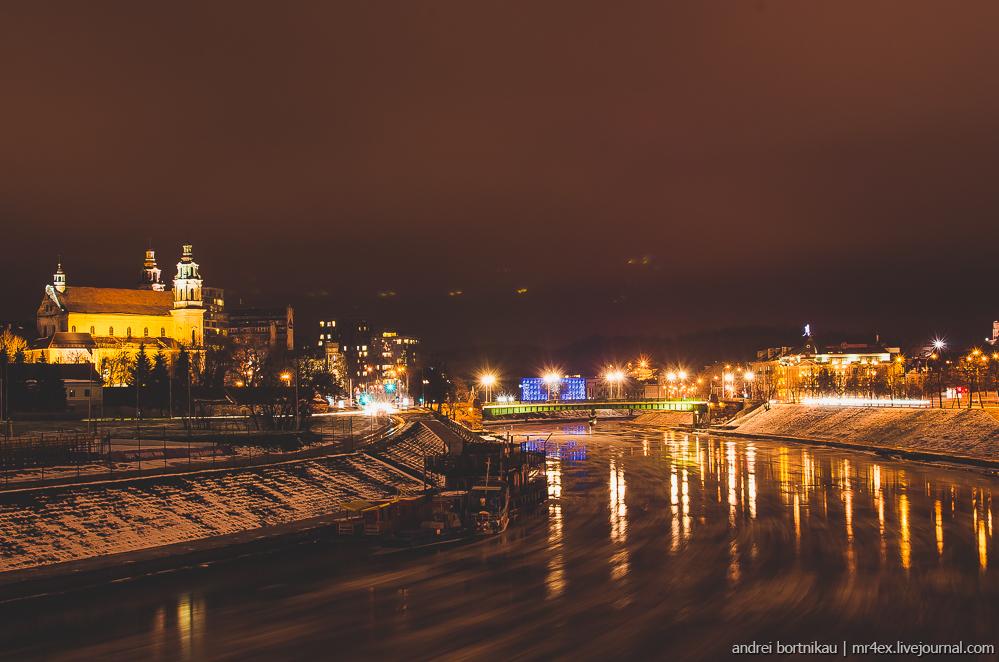 Новогодний Вильнюс, ночной Вильнюс, Литва зимой, река Вильня