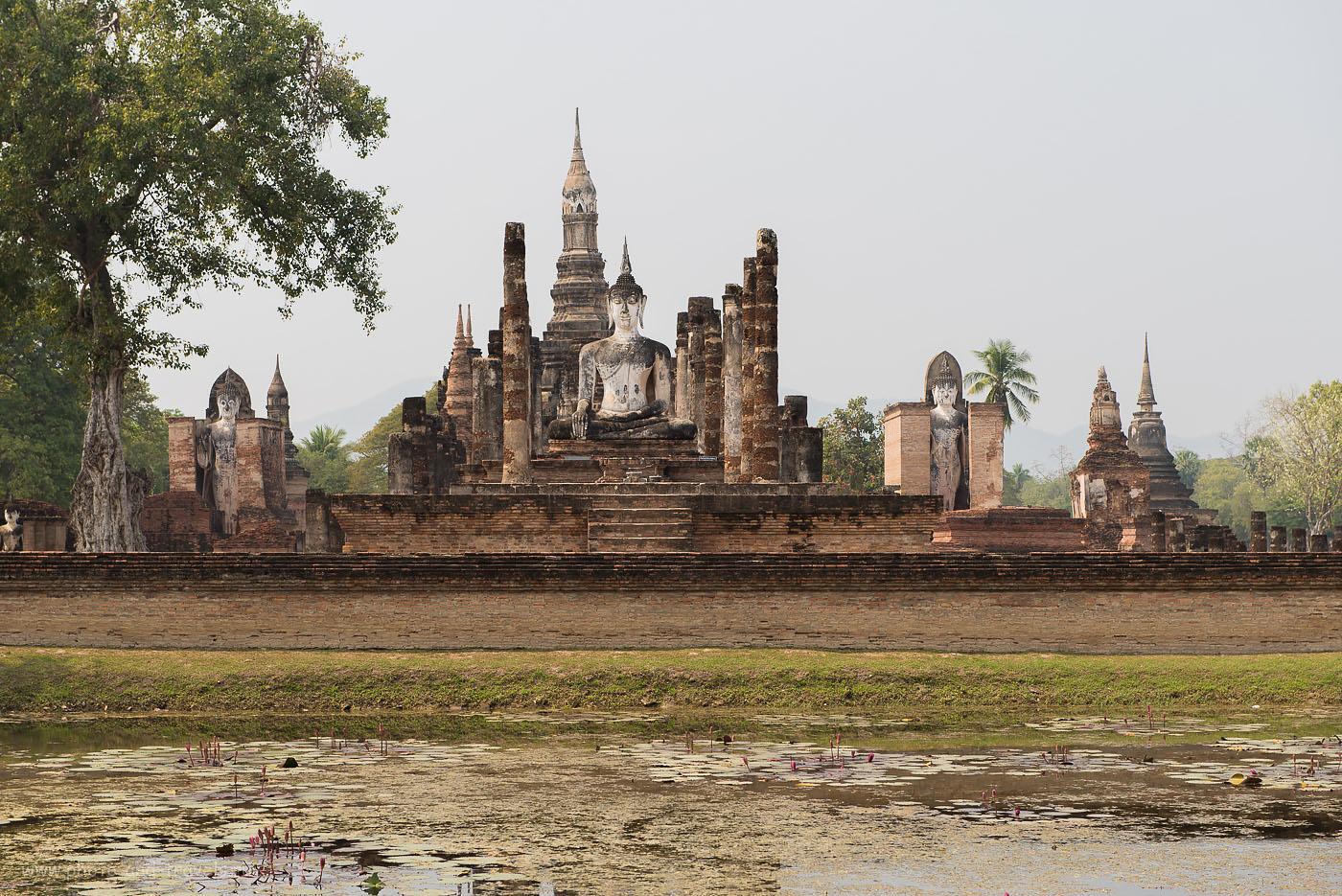 Фото 8. Храмовый комплекс Wat Mahathat (Ват Махатхат) в историческом парке Сукхотай. Тур в Таиланд самостоятельно.