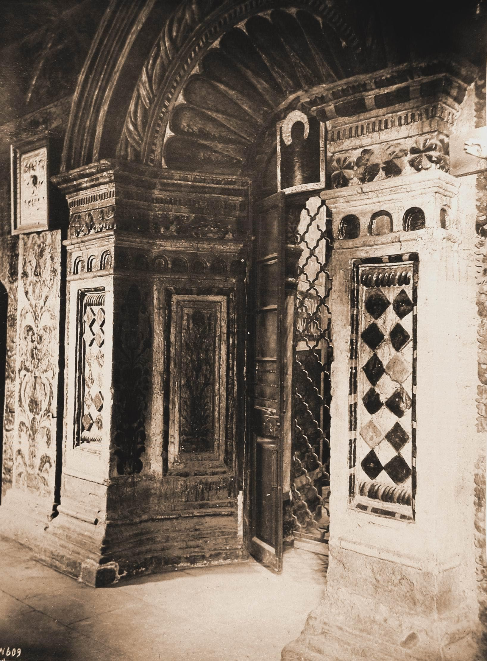 Покровский собор. Вид западной двери