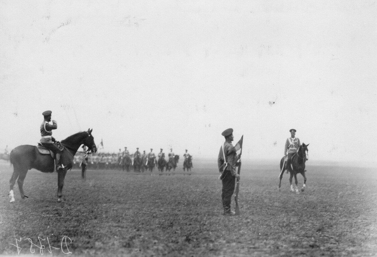 04. Эриванский полк проходит церемониальным маршем мимо императора Николая II во время смотра полка. Красное Село. 1913