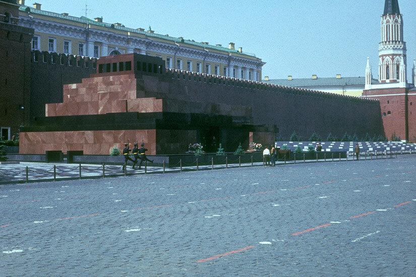 09. Смена караула у Мавзолея В. И. Ленина