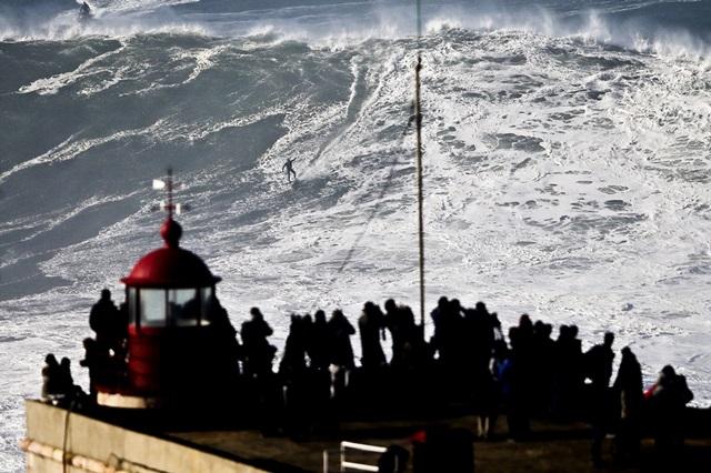 Американский серфер побил рекорд на волне в 30 метров 0 112ac4 abfb5bb orig