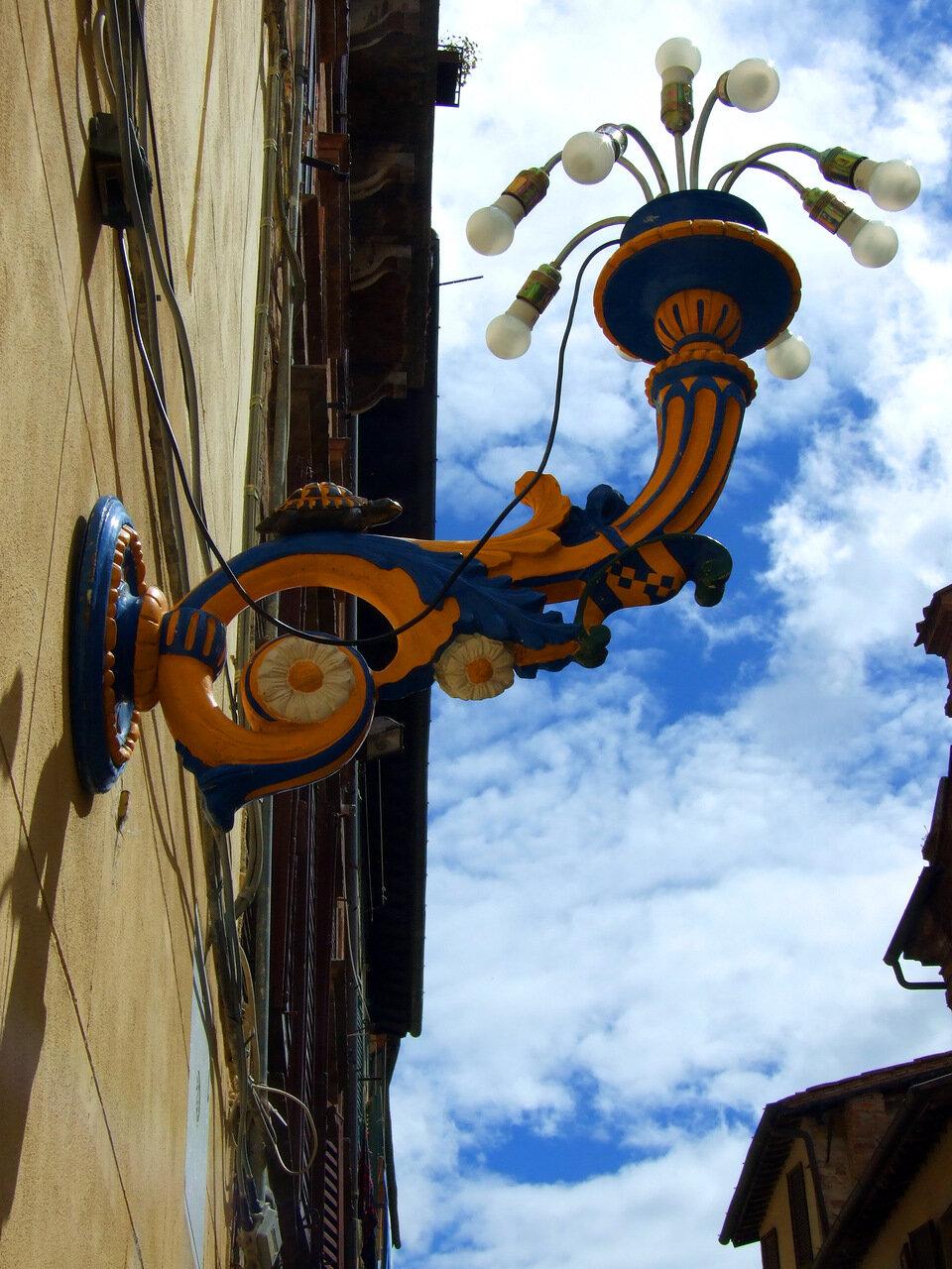 Уличный фонарь в контраде Черепаха (Tartuca)